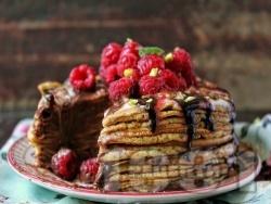 Палачинкова торта с яйчен крем, шоколадова глазура от бял и черен шоколад с малини и шам фъстък - снимка на рецептата
